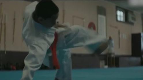 遭遇校园暴力的他,父亲良苦用心让他练习柔术,增强自信!