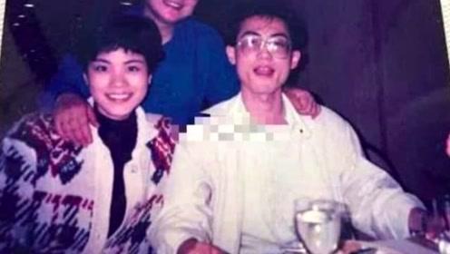 王菲家庭旧照曝光短发造型时髦 80年代吃西餐生活富裕