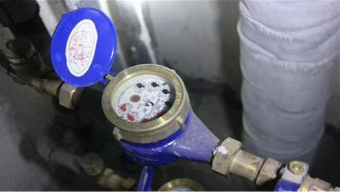 每月水费翻倍交?一个塑料瓶教你省水技巧,省钱又好用,回家试试