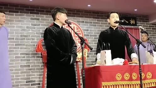 卢鑫张玉浩说相声,玉浩封箱演唱《叫小番》,搞笑至极,观众大笑