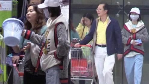 唐艺昕疑似已怀孕,和父母在三亚逛街,手扶腰孕味十足