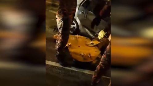 马来西亚起重机吊钩掉下砸中轿车 女司机当场身亡.mp4