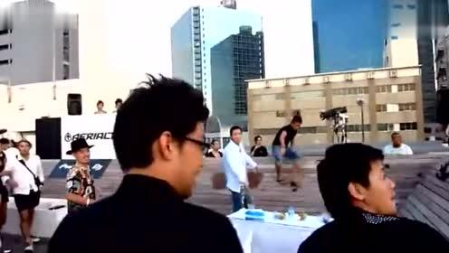 气愤!一群小日本人欺负黑人全过程