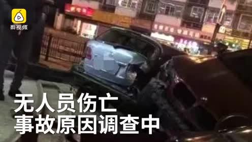 实拍杭州多车相撞宝马骑在奔驰上 车辆受损严重