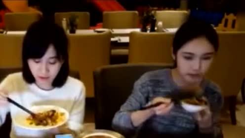 密子君和大胃王朵一首次同框吃自助餐 这阵仗,是要吃垮自助餐啊