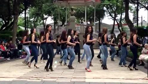 这段集体慢舞配上神曲《最炫民族风》,毫无违和感,太美了