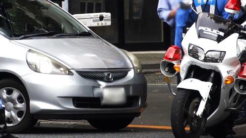 本田飞度车主你可长点心吧!有几个敢怼交警摩托车?你算一个!
