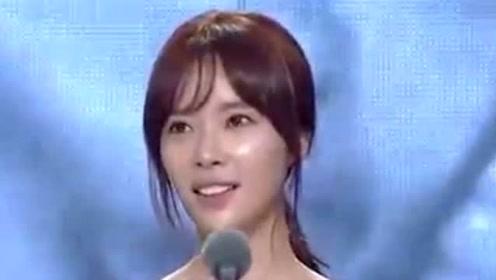 """""""惠珍""""黄静茵顺产生下男宝宝 去年嫁富豪"""