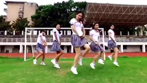 五位美女穿水手服在操场上热舞 美到窒息