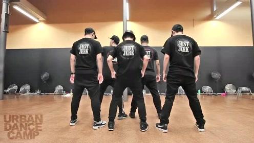 超酷机械舞,5个人的动作简直神同步!