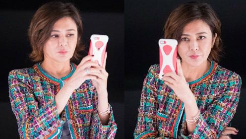 关之琳为手机代言现场玩自拍 昔日女神皱纹爬上脸