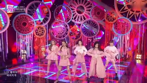 泫雅师妹新女团超高人气出道舞台秀长腿