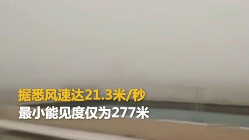 青海格尔木遭强沙尘暴突袭 能见度仅有277米