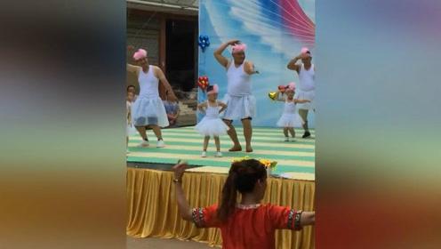 六一节当天爸爸陪女儿在幼儿园跳舞,我的小棉袄呦