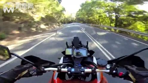 KTM 1190冒险追踪本田VFR1300 摩托车视频
