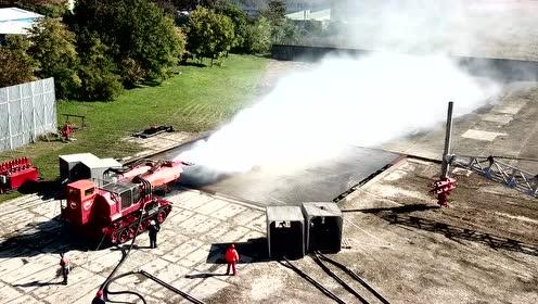 坦克改装消防灭火车,一般人还真改装不起!