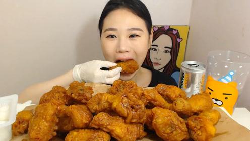 韩国大胃王卡妹,吃炸鸡,咀嚼声非常脆,吃得美滋滋