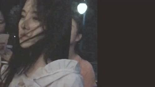 鞠婧祎坐旋转木马童心未泯 回眸浅笑诠释甜系少女