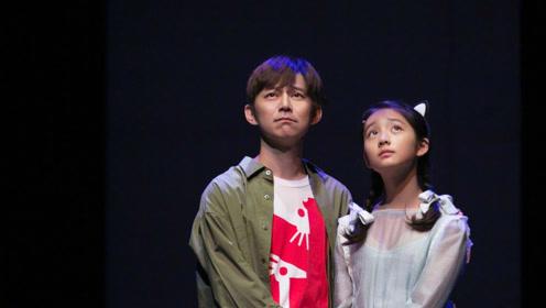 黄磊12岁女儿竟与何炅差不多高,她的大长腿抢镜