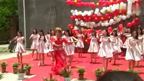 新娘邀请20位妹纸一起跳热舞!