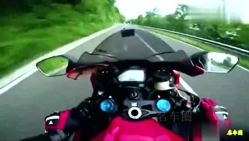 摩托骑手山路偶遇法拉利,一言不合就翘头超车