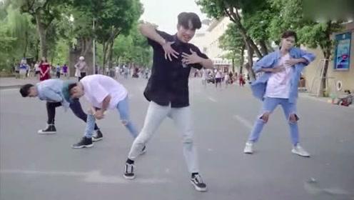 小伙街头秀舞蹈,帅炸了有没有人还是挺帅气的!