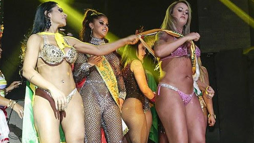 巴西美小姐落选者扯走冠军肩带:她们都是硅胶的