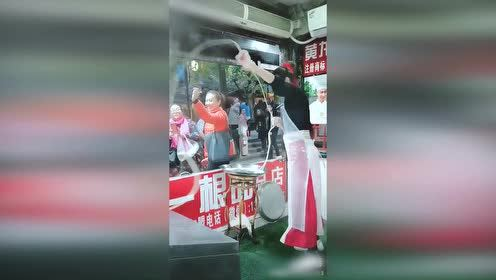 """又一""""甩面仙子""""爆红 老板:愿为她拍电影"""