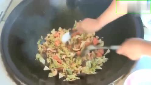农村美食佳肴,一颗白菜一个西红柿,炒出香喷喷的美食