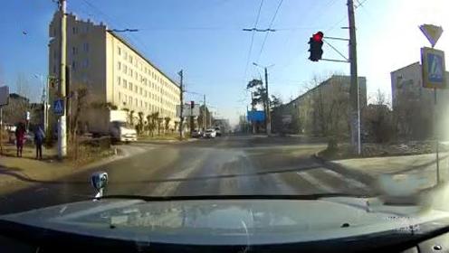 关键时刻,看老司机是怎么操作的!