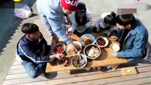 黄磊带着一群明星吃剩菜剩饭,大明星没有一点不适应,都很接地气!