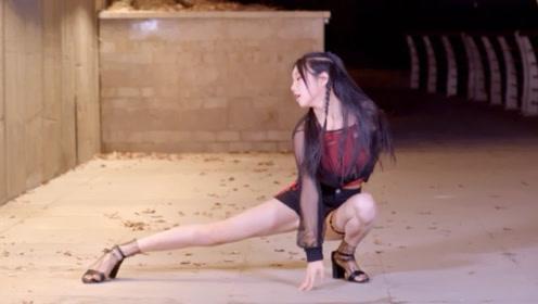 美女翻跳宣美《siren》,一对美腿抢镜,这舞腿好看跳起来才美啊