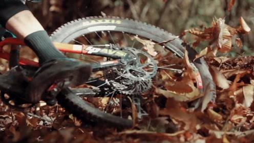 看他们把山地车骑得好爽,我就忘了摔车的痛