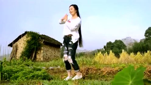 美女跳广场舞《缘分来了爱上你》,好听又好看!