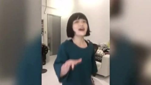 徐佳莹直播飙高音唱《莉莉安》戴假发搞怪表情超可爱!
