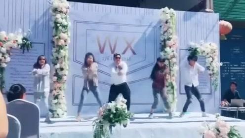 新郎婚礼现场太拼了,C位热舞点燃全场!