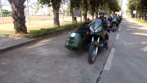 不会骑摩托车的通信兵不是好演员