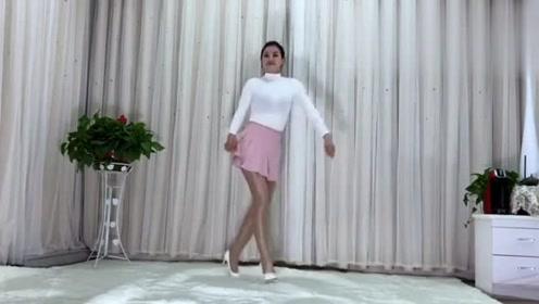 小姐姐广场舞《中国红》动感十足,女人味十足,好看极了!