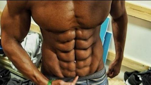 小哥拥有10块腹肌,颜值与身材成正比!不是亲眼看见都不敢相信