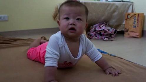 小宝太逗了,本来哭的很凶的,可是看到镜头在拍她,就不哭了