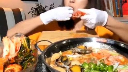韩国大胃王吃播,香!鲜!汤汁浓郁的海鲜手擀面,大虾扇贝加泡菜