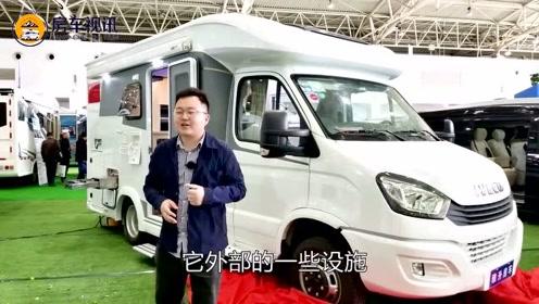 适合一家人出行的雅升依维柯新款C型房车,内部竟然有四张床?
