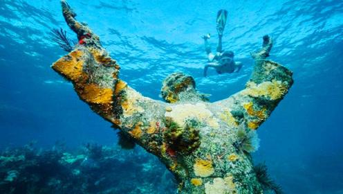 """意大利发现""""深渊耶稣""""!整座雕像2.5米高,是谁把它放在这里的?"""