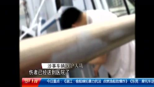 佛山禅城:救护车硬撼龙门架 车顶被掀开一人受伤