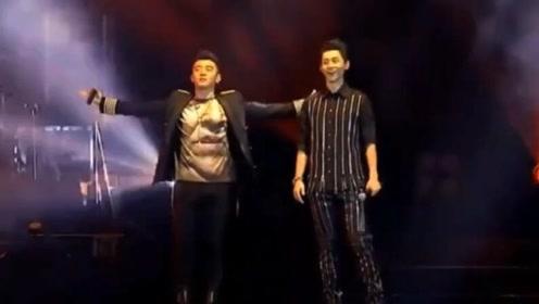郑恺空降魏晨演唱会,两人翻唱《爱是怀疑》,现场气氛瞬间达到高潮!