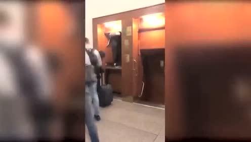 这才是快速电梯,就是没有电梯门,有点吓人!