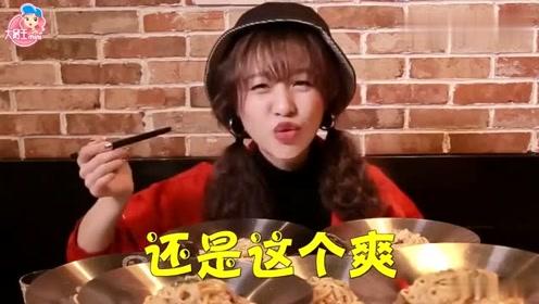 大胃王mini一口气干掉12份意面,粉丝点的炸鸡配奶茶,满满的幸福!