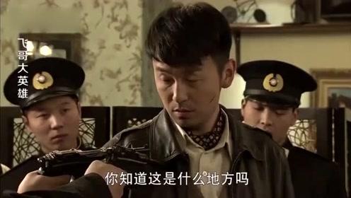 受伤战士到餐厅吃饭被羞辱,还被警察枪指着,下一刻他们就后悔了