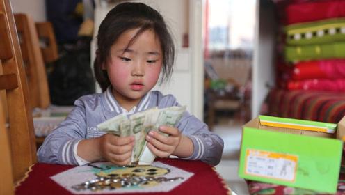 7岁女孩捡垃圾救弟:妈妈我有钱