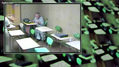 美国护工打老人被监控视频拍下